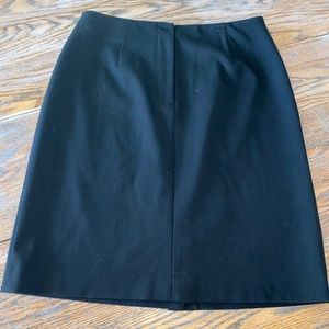 TALBOTS Black zip front back vent stretch skirt